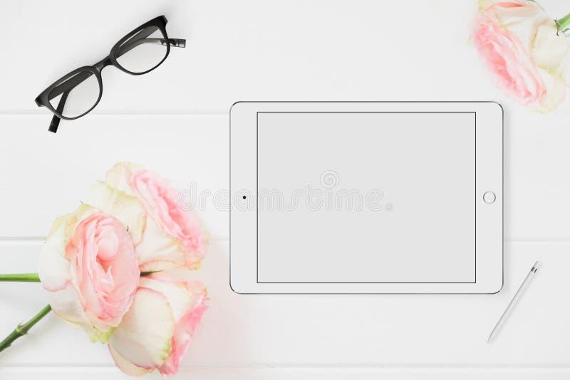 Fotografía común diseñada floral de la maqueta de la tableta fotografía de archivo libre de regalías