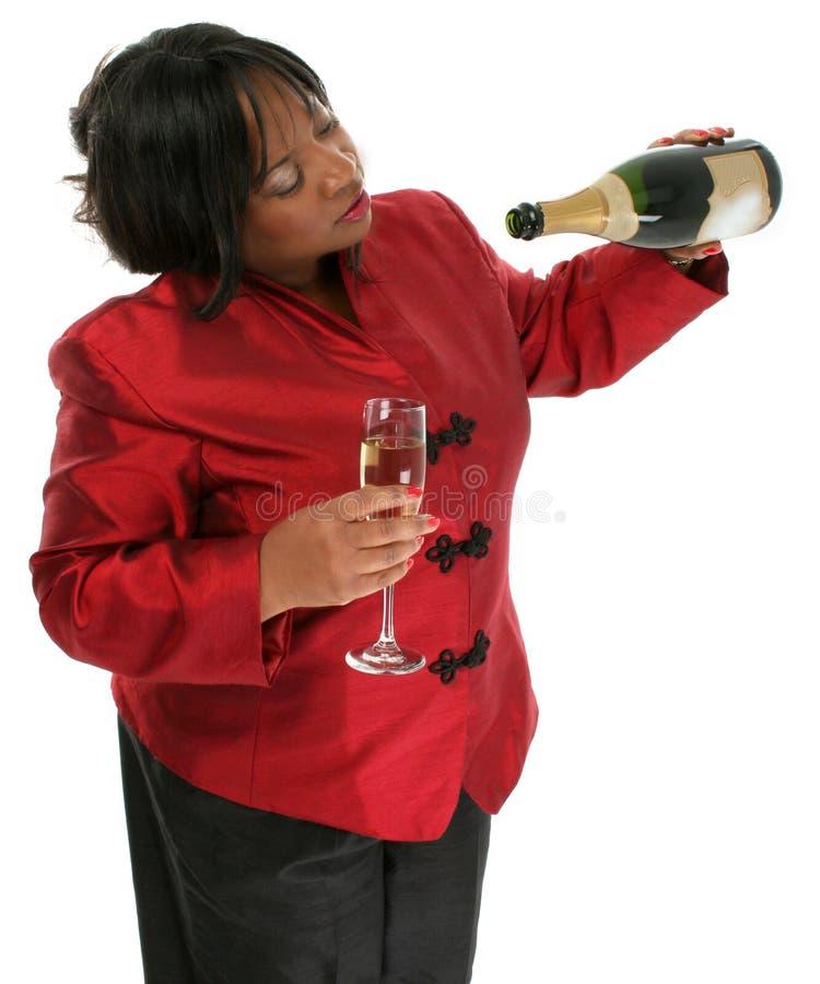 Fotografía común: Mujer hermosa con la botella vacía de Champán imágenes de archivo libres de regalías