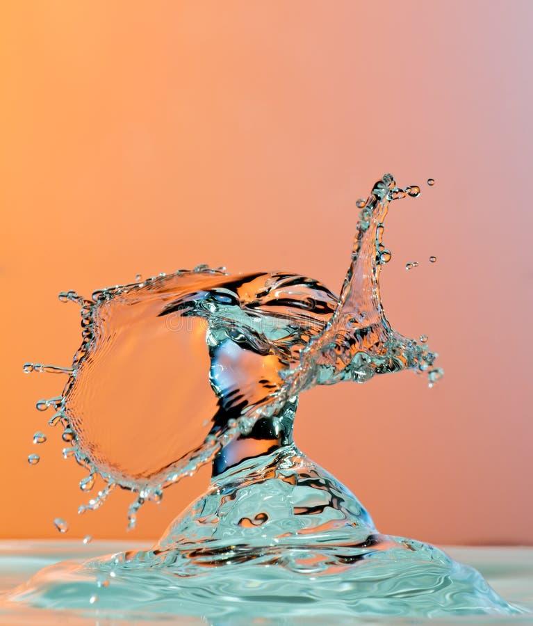 Fotografía de alta velocidad de la gotita de agua del baile fotos de archivo libres de regalías