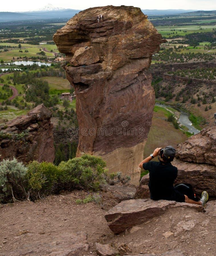 Fotografía de escaladores de roca en cara del mono imagen de archivo