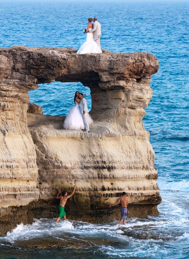 Fotografía de la boda de nuevas parejas casadas imagen de archivo libre de regalías
