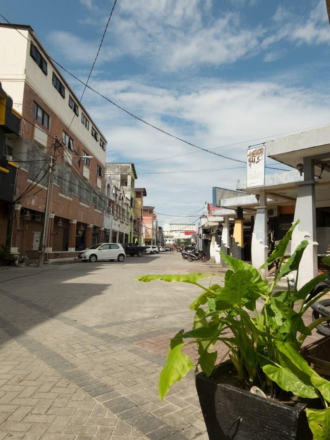 Fotografía de la calle de la ciudad de Balikpapan, Borneo, Indonesia foto de archivo libre de regalías