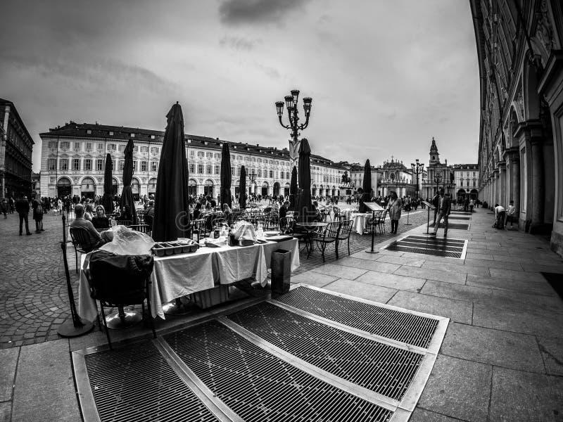 Fotografía de la calle de Turín Italia en blanco y negro imágenes de archivo libres de regalías