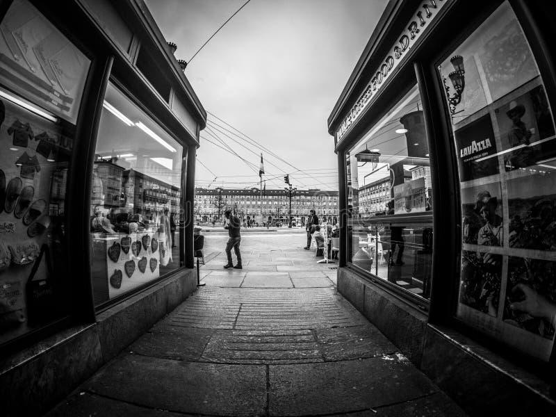 Fotografía de la calle de Turín Italia en blanco y negro fotos de archivo