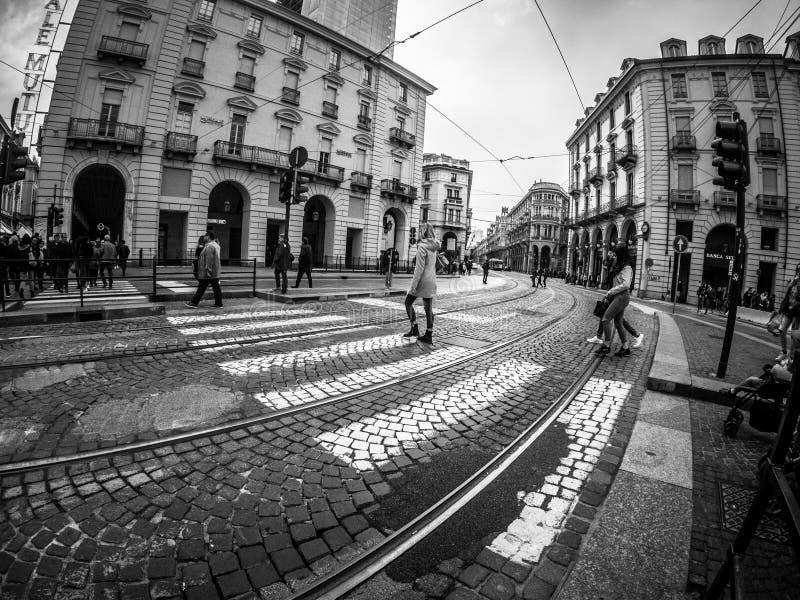 Fotografía de la calle de Turín Italia en blanco y negro imagenes de archivo