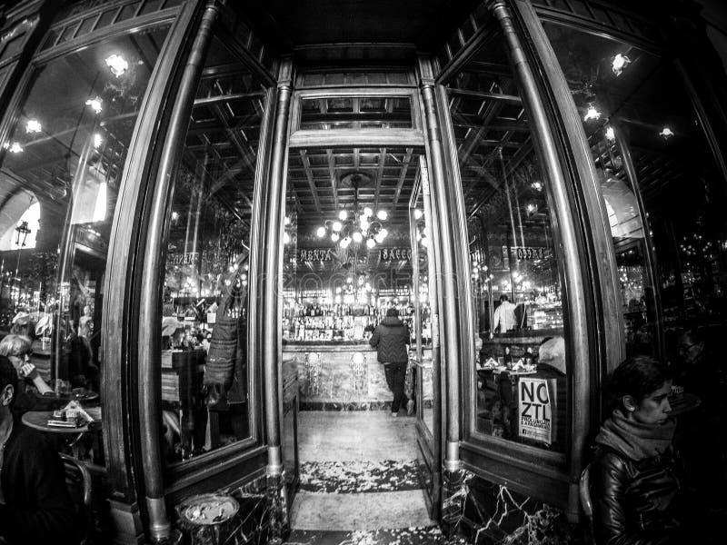 Fotografía de la calle de Turín Italia en blanco y negro foto de archivo