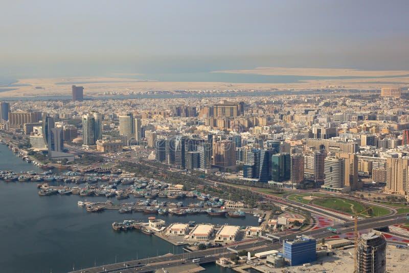 Fotografía de la opinión aérea de los dhows del dhow de Dubai The Creek imagen de archivo libre de regalías