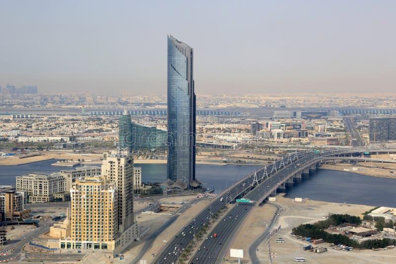 Fotografía de la opinión aérea del puente de la bahía del negocio de la torre de Dubai D1 fotos de archivo
