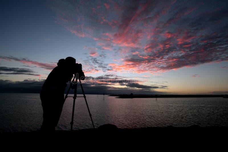 Fotografía de la silueta en el amanecer fotos de archivo