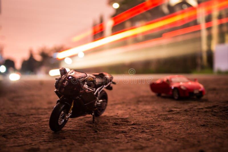 Fotografía del juguete de la bici y del coche fotos de archivo libres de regalías