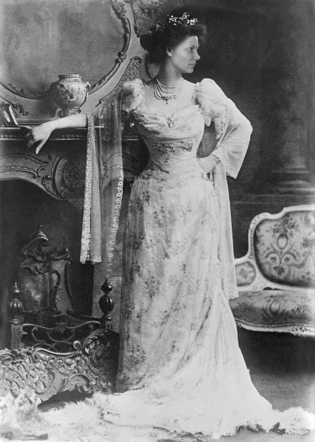 Fotograf?a hermosa retra del retrato de la mujer joven del vintage fotos de archivo