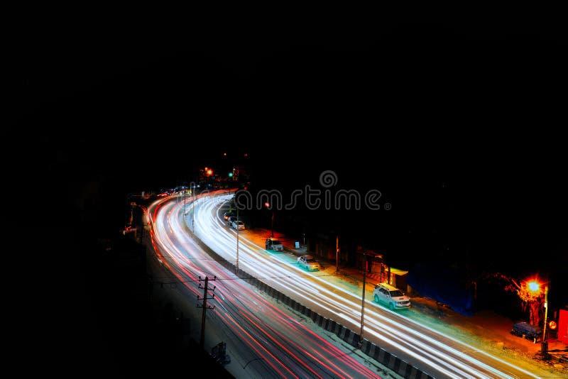 Fotografía larga de la exposición del tráfico en la ciudad de Bangalore fotos de archivo libres de regalías