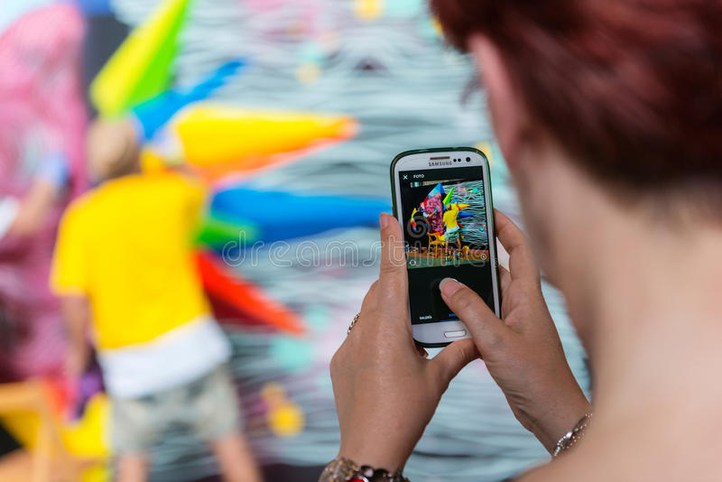 Fotografía que toma turística de una pintada colorida fotografía de archivo libre de regalías
