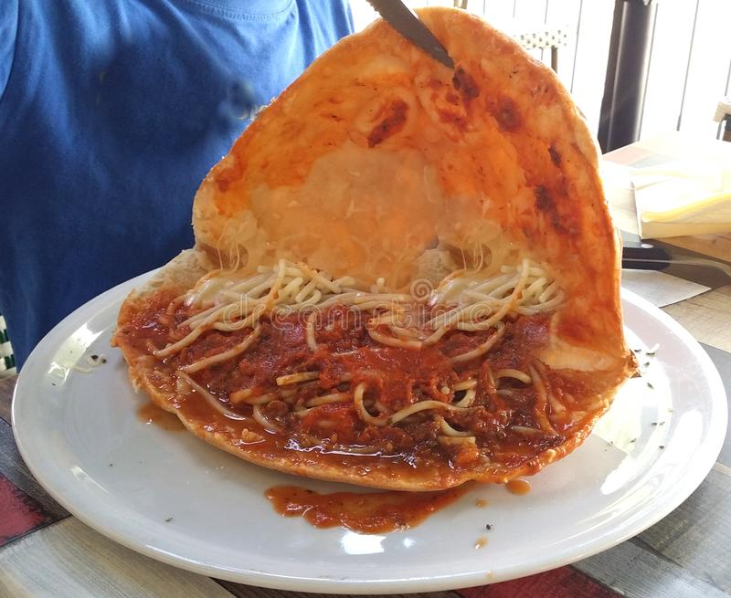 Fotografías de los platos italianos tradicionales de la pizza imagen de archivo