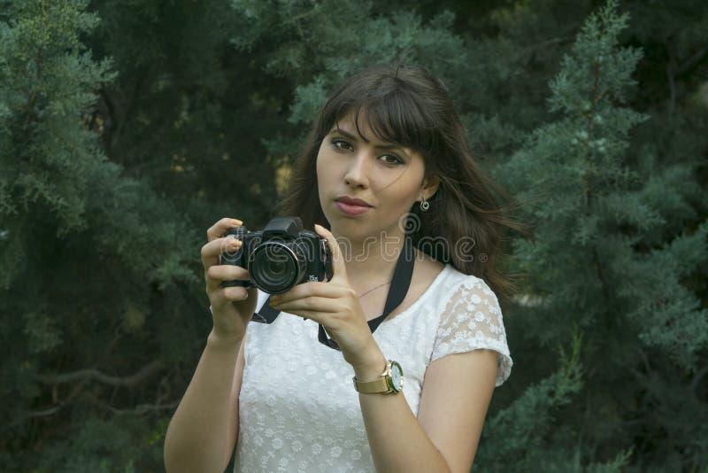 Fotografías morenas jovenes de la muchacha foto de archivo libre de regalías
