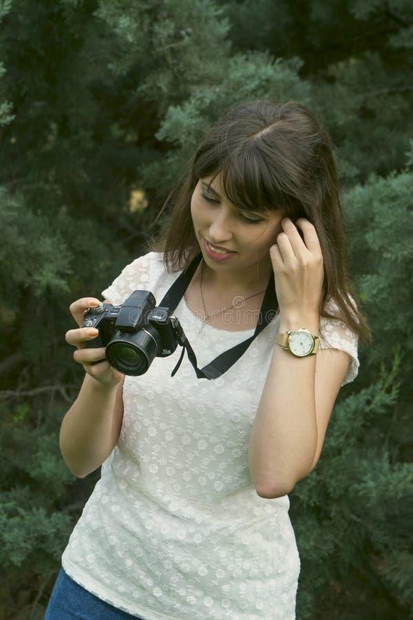 Fotografías morenas jovenes de la muchacha imágenes de archivo libres de regalías