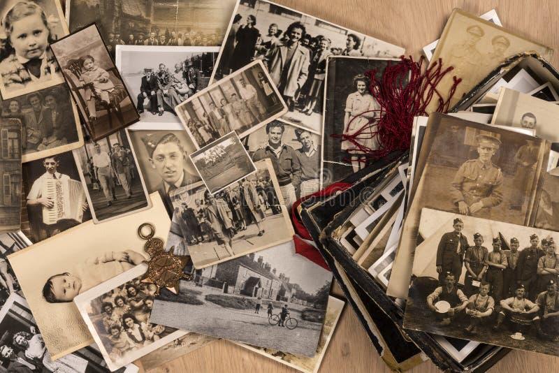 Fotografías viejas de la familia imagenes de archivo