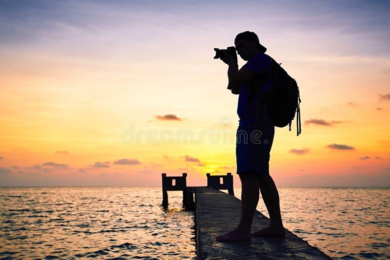 Fotograf bei dem Sonnenuntergang lizenzfreies stockfoto