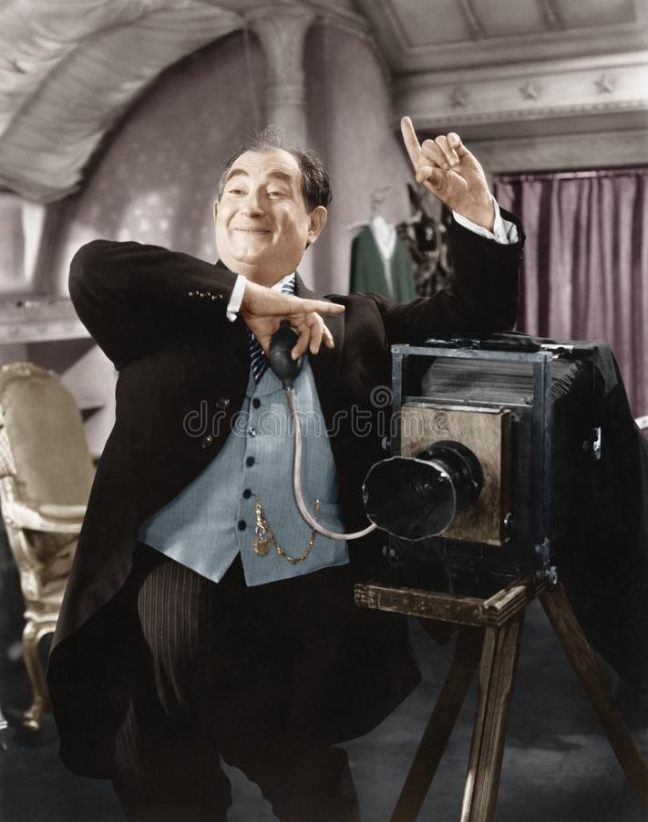 Fotograf, der ein Foto macht (alle dargestellten Personen sind nicht längeres lebendes und kein Zustand existiert Lieferantengara lizenzfreie stockfotos