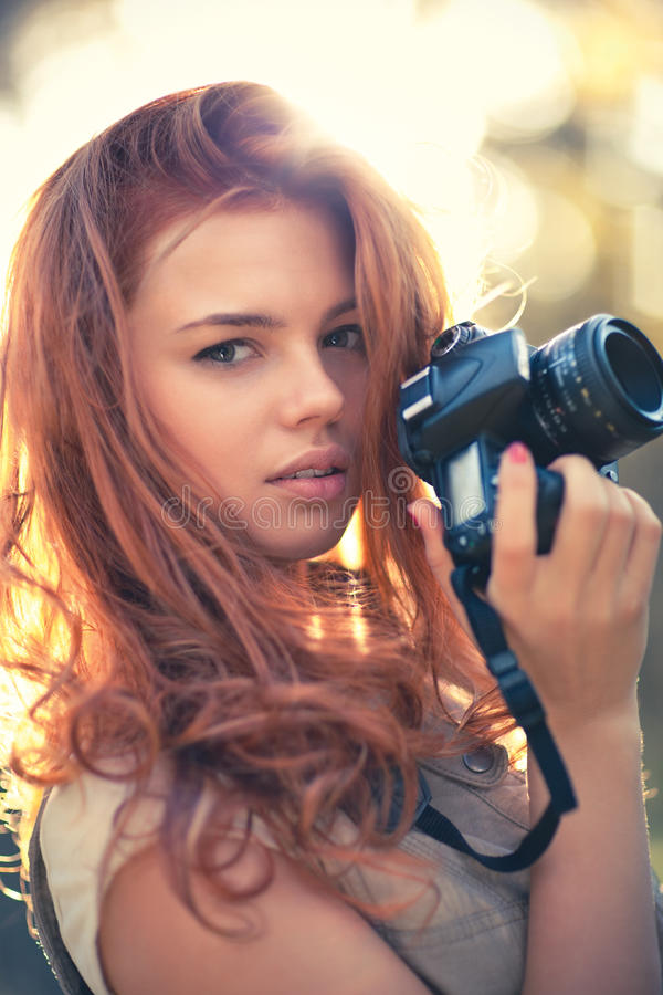Fotograf der jungen Frau stockbild