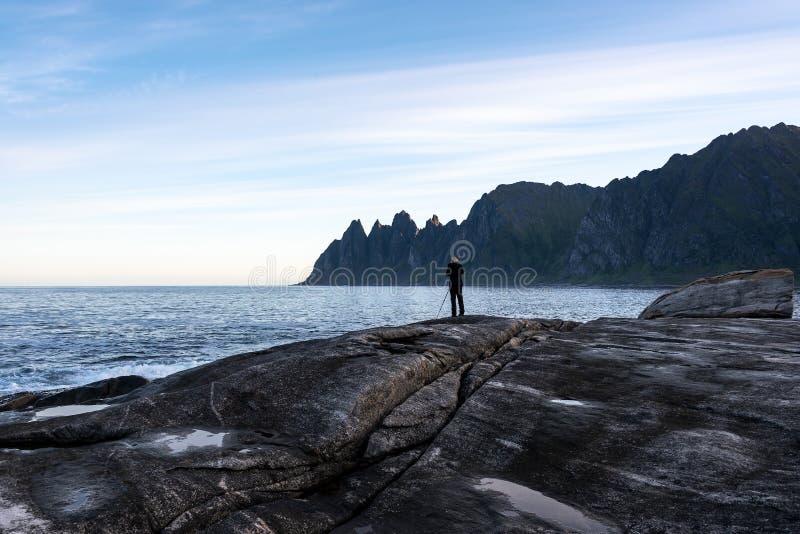 Fotograf durch Küste lizenzfreies stockfoto