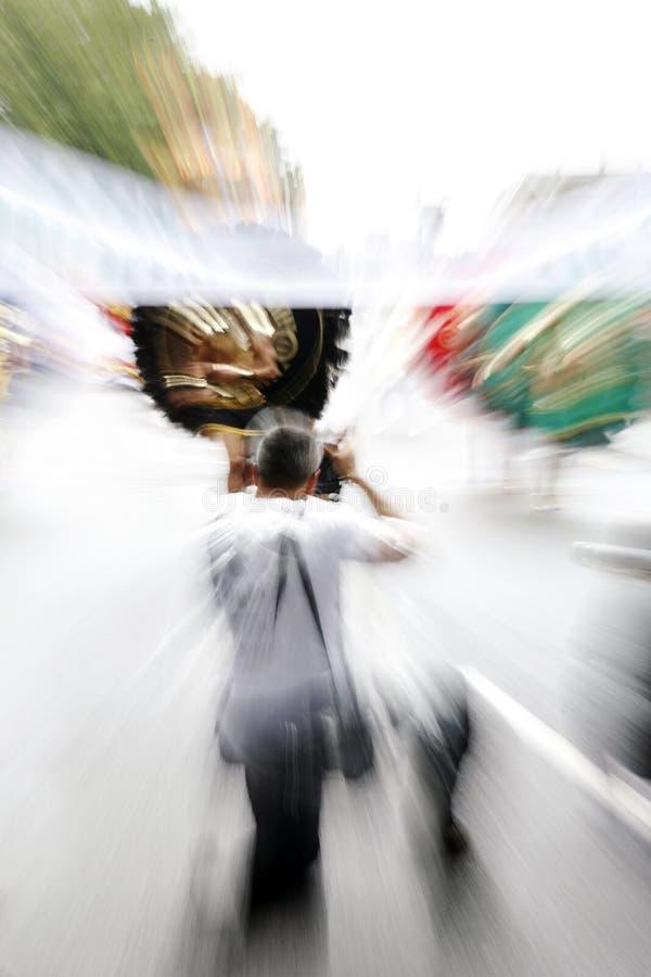 Fotograf i gatahändelsen arkivbilder