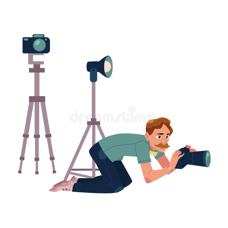 Fotograf, kamera mężczyzna bierze obrazki, strzelający od niskiego kąta, klęczy royalty ilustracja