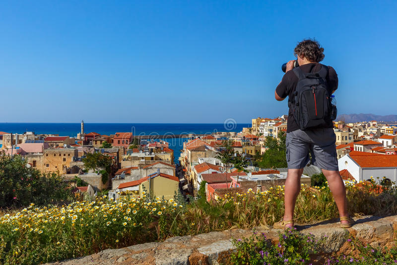 Fotograf macht Foto von Chania, Kreta, Griechenland stockfoto