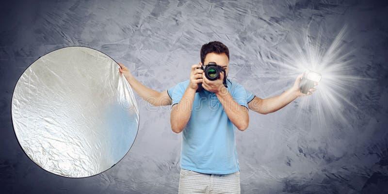 Fotograf med fyra armar royaltyfria bilder