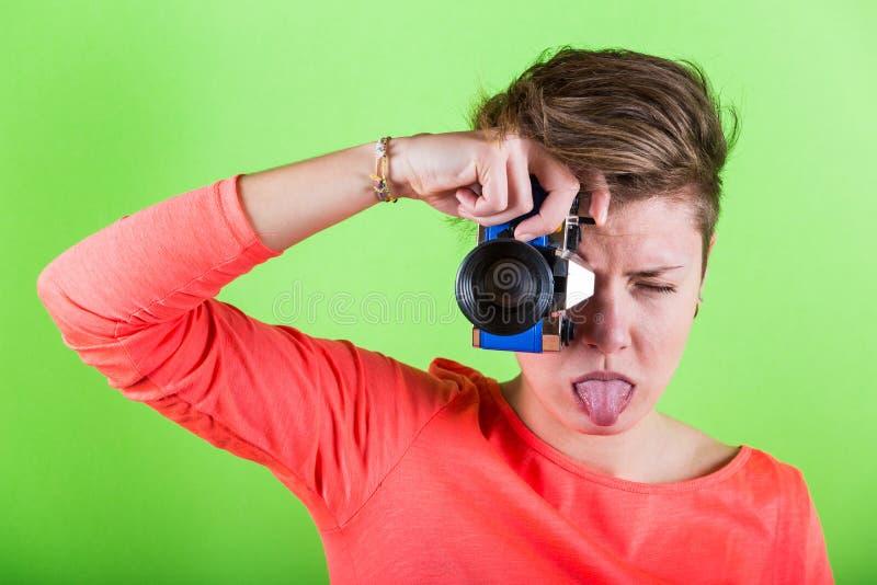 Fotograf med Toy Camera royaltyfri bild