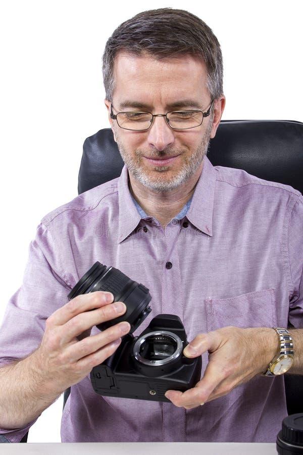 Fotograf med utrustning fotografering för bildbyråer