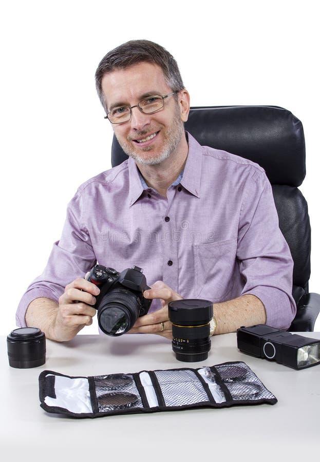 Fotograf mit Ausrüstung lizenzfreie stockfotografie