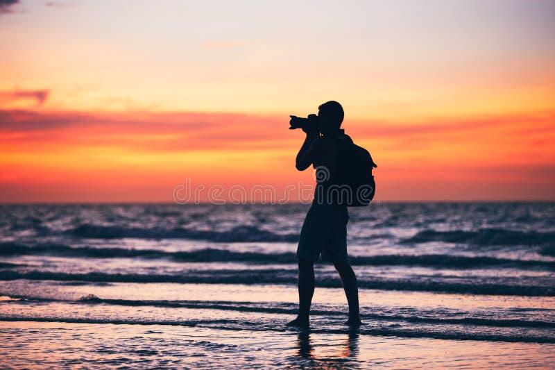 Fotograf på stranden royaltyfria bilder