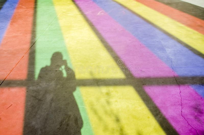 Fotograf, Schatten und Farbfenster lizenzfreie stockfotografie