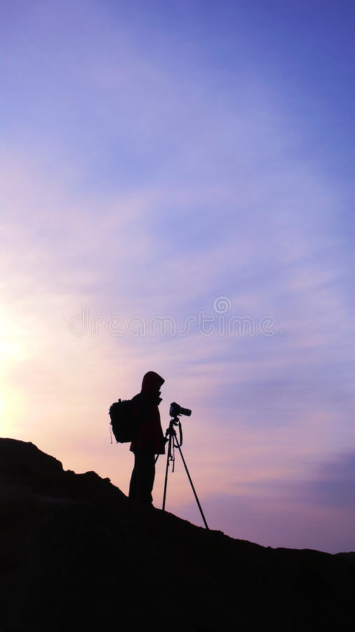 Fotograf am Sonnenaufgang lizenzfreie stockbilder
