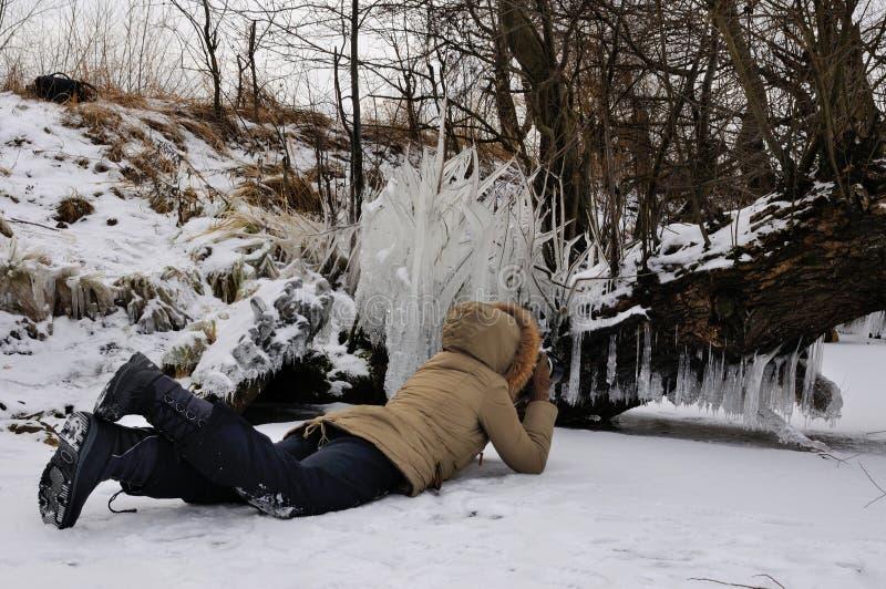 Fotograf und Eiszapfen stockfoto