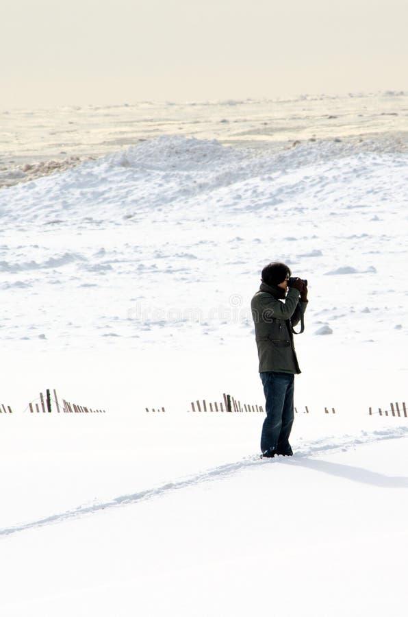 Download Fotograf w śniegu fotografia editorial. Obraz złożonej z zimno - 28965227