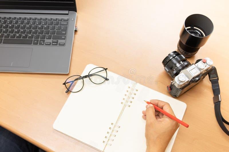 Fotografa upload obrazuje online, przygotowanie wyposażenie zdjęcie stock