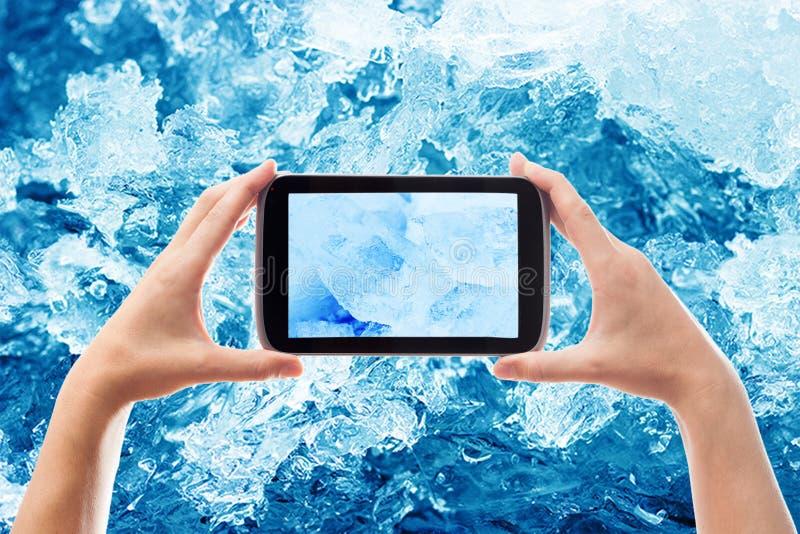 Fotografando cristais de gelo do smartphone imagens de stock royalty free