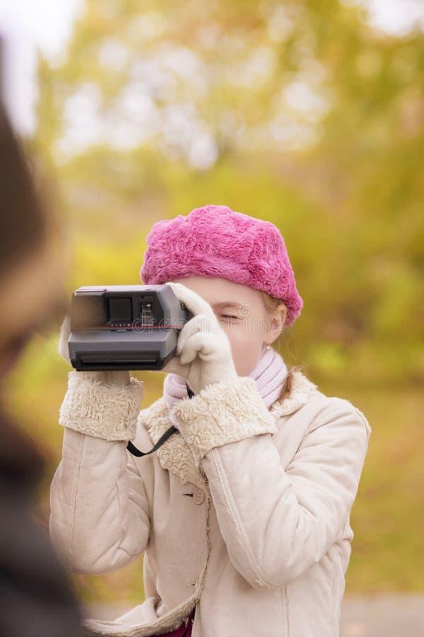 Download Fotografare di due bambini fotografia stock. Immagine di schooler - 30827580
