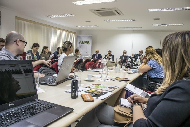Fotografen en journalisten bij persconferentie in de stad van Sao Paulo royalty-vrije stock afbeelding