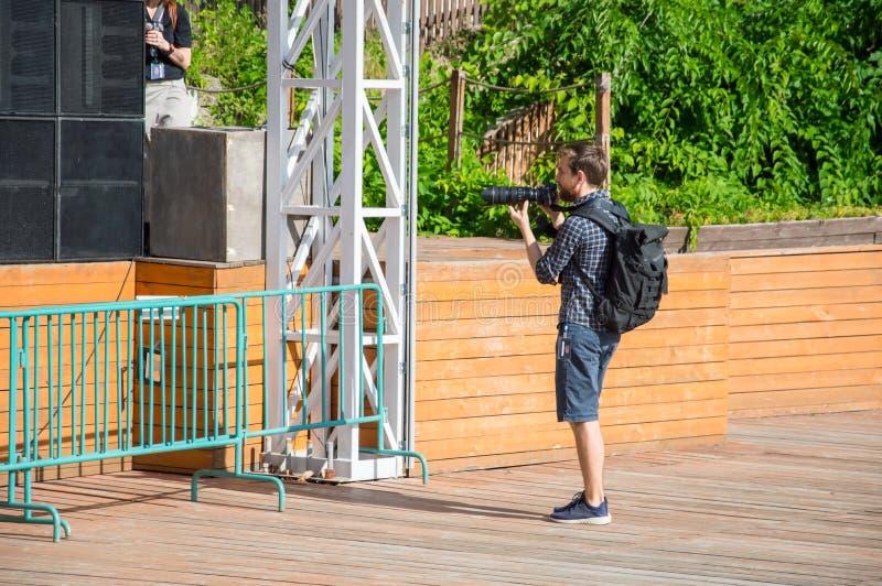 fotografen f?rest?ller takes Den frilufts- teatern kallade den gröna teatern royaltyfria foton