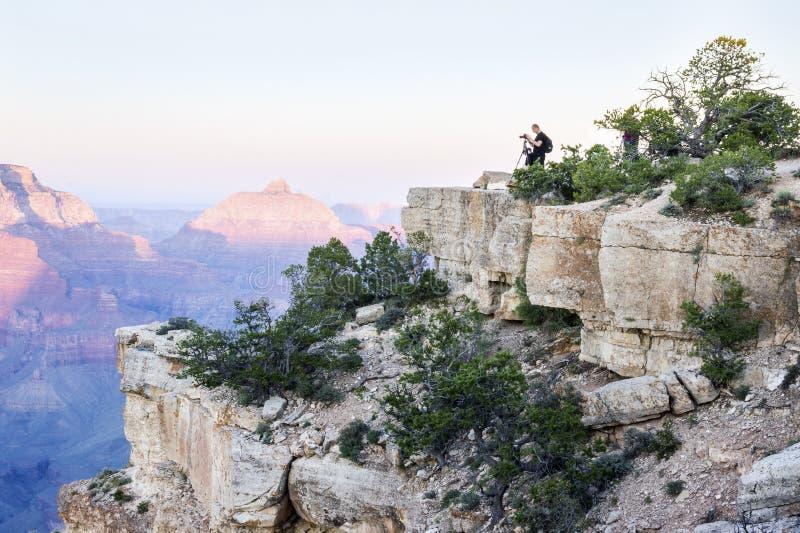 Fotografera den Grand Canyon nationalparken på solnedgången, Arizona, USA royaltyfria foton