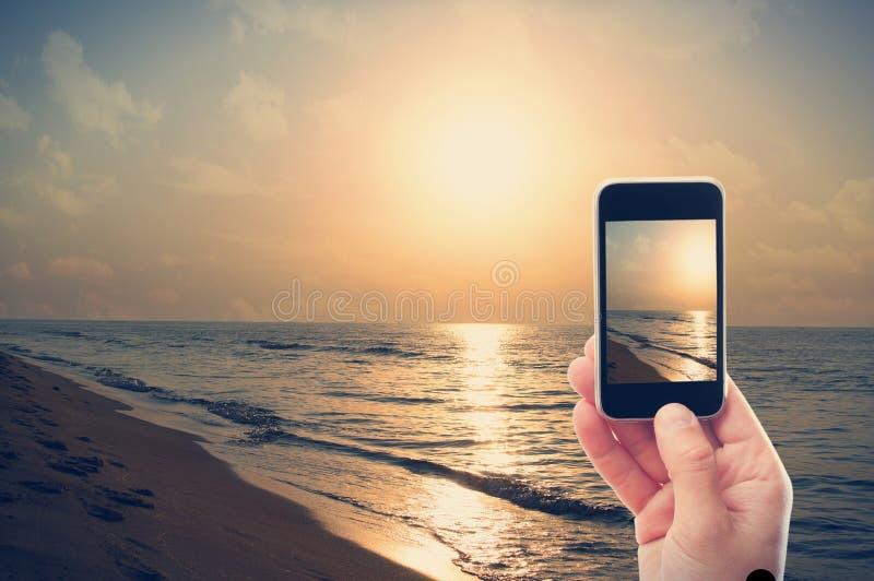 Fotografera smartphonegryning arkivbilder