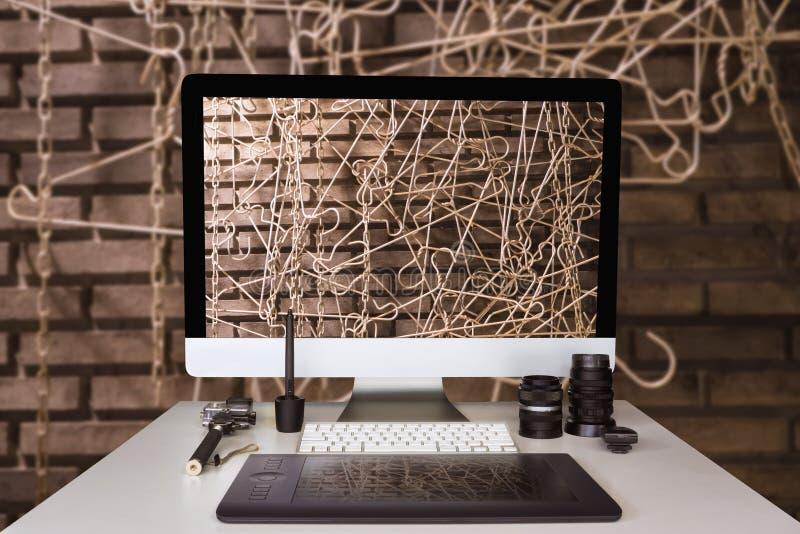 FotografGraphic märkes- funktionsduglig tabell med modern tegelsten w royaltyfri fotografi