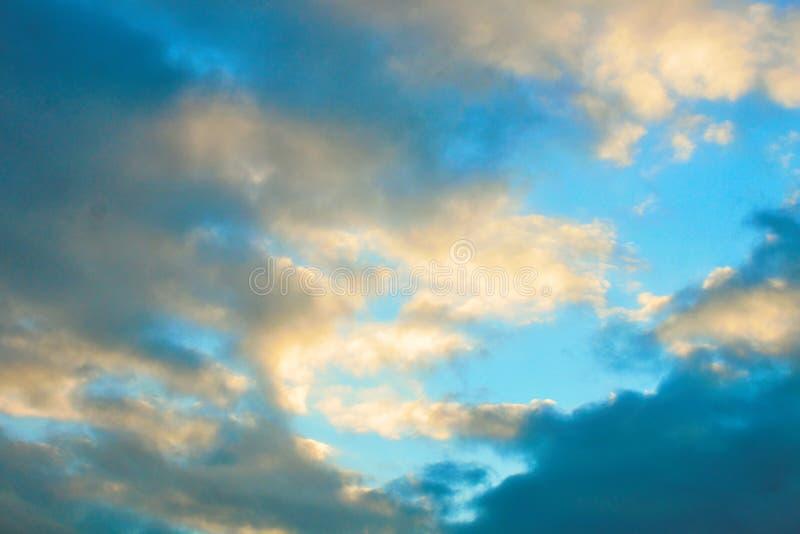 fotografi som beskriver molnig himmel royaltyfria bilder