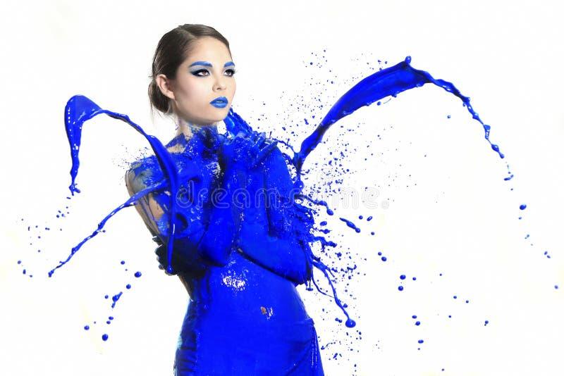 Fotografia ad alta velocità della donna con pittura liquida fotografia stock libera da diritti