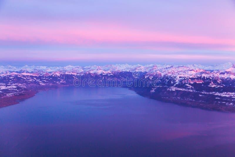 Fotografia aerea del lago Lemano e delle alpi svizzere, Svizzera fotografia stock