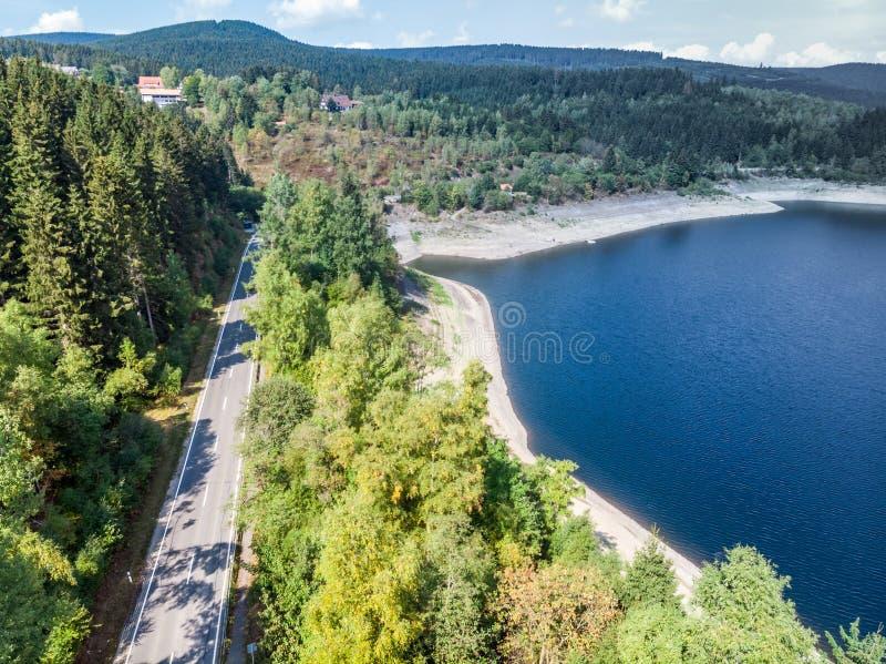 Fotografia aerea della diga di Okertalsperre nel Oberharz fra Clausthal-Zellerfeld e Goslar, presa con il fuco immagine stock