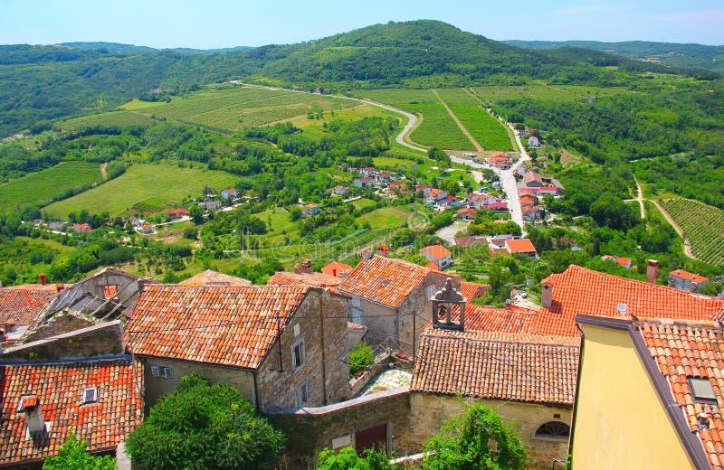 Fotografia brać w lecie Starzy dachy w Motovun miasteczku w Istria Regio zdjęcie stock